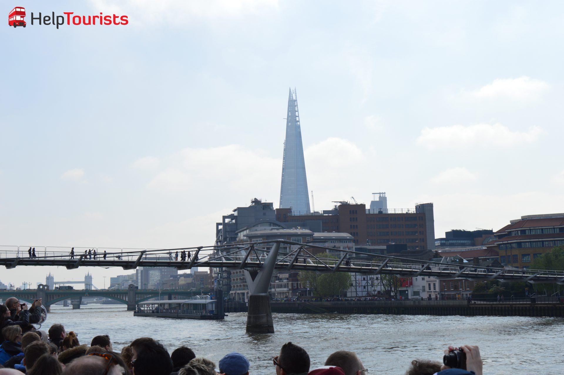 London Millennium Bridge und Wolkenkratzer