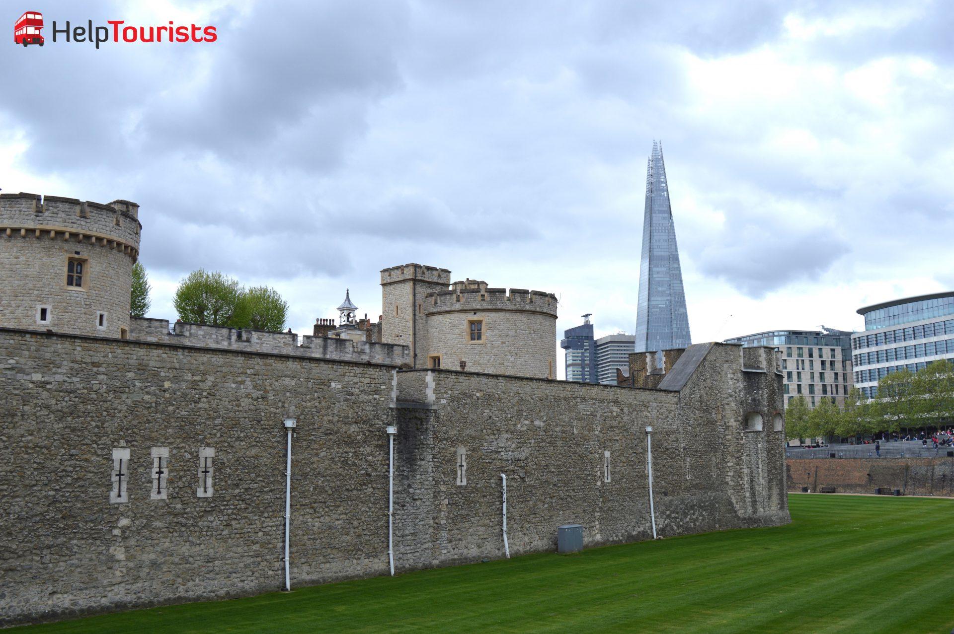 London Wolkenkratzer in den Wolken