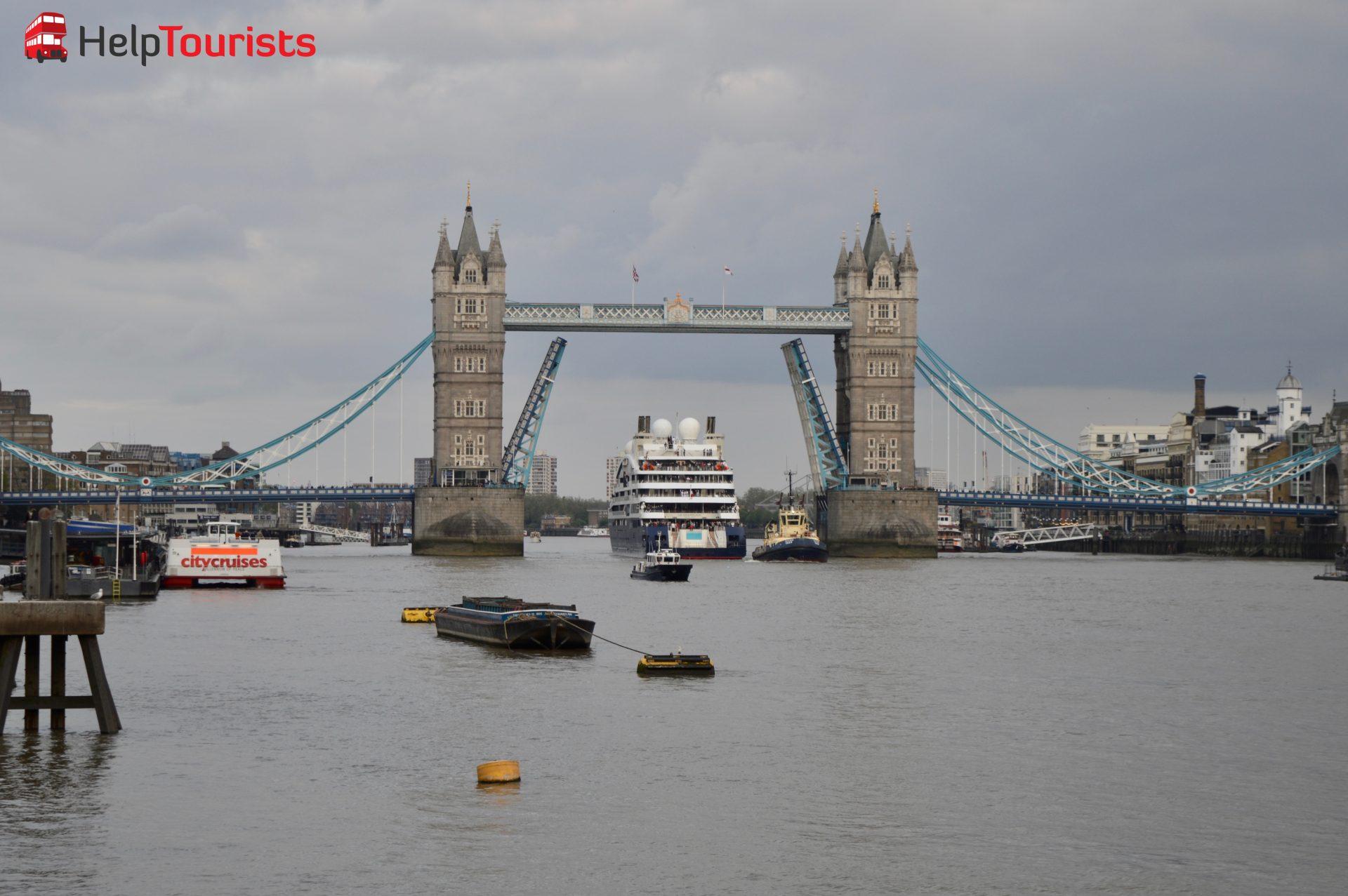 Tower Bridge London Schiffsdurchfahrt